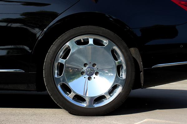 奔驰迈巴赫s600升级20寸锻造大饼轮毂