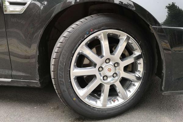 凯迪拉克赛威17寸轮毂升级原装18寸轮毂