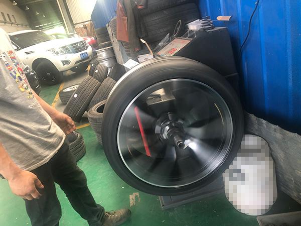 宝马x6原车19寸轮毂与21寸锻造轮毂