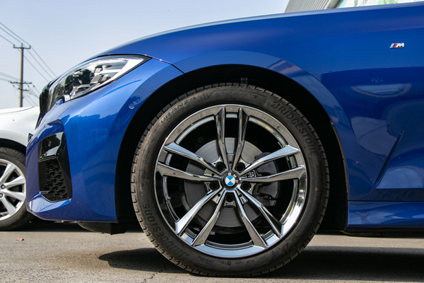 2020款宝马3系325li轮毂升级改双锻造电镀钨钢黑轮毂