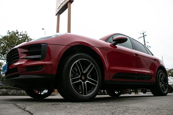 保时捷macan红身18寸升级20寸锻造轮毂