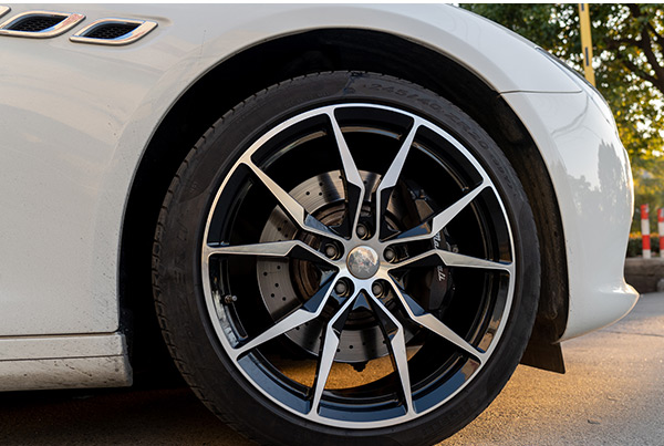 玛莎拉蒂总裁升级改装20寸锻造轮毂