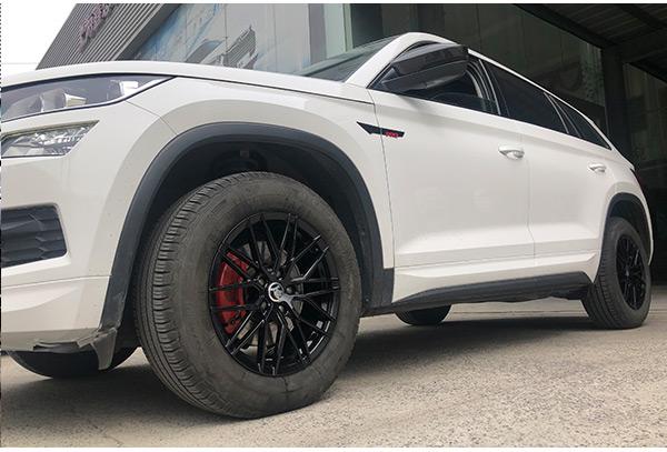 斯柯达升级改装17寸锻造定制款亮黑轮毂